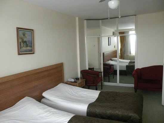 First Apart Hotel : room