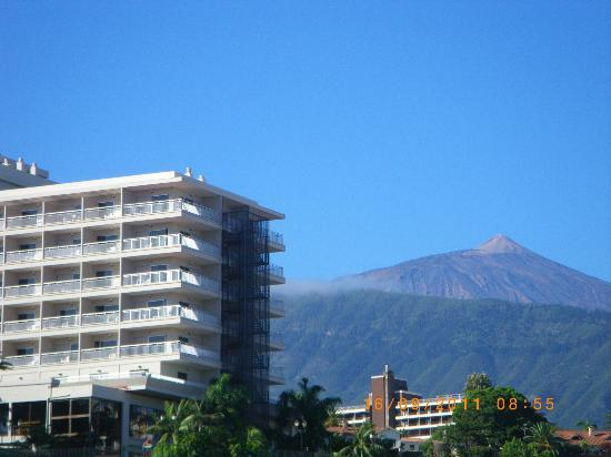 Apartamentos Alta: View of Teide from balcony