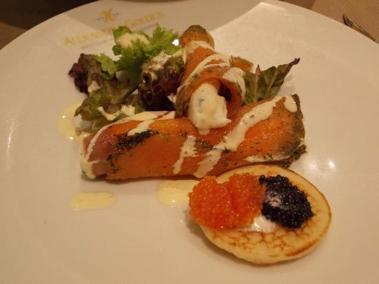 โรงแรมอเล็กซานดร้า โกลเด้นบูติค: Salmon and cheese filling starter...lovely !