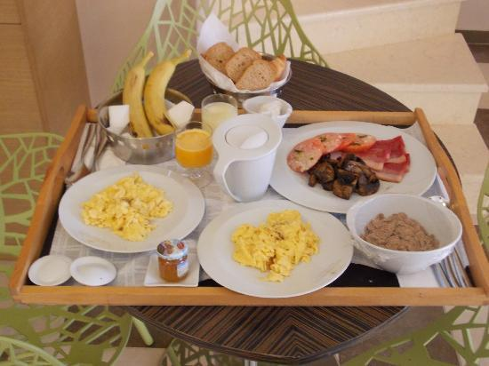 Alexandra Golden Boutique Hotel: room service breakfast