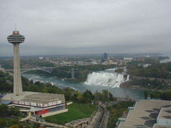 Hilton Niagara Falls/Fallsview Hotel & Suites: American falls view from room