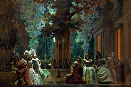 Museo Nacional del Teatro: Maqueta_Los intereses creados de benavente_detalle