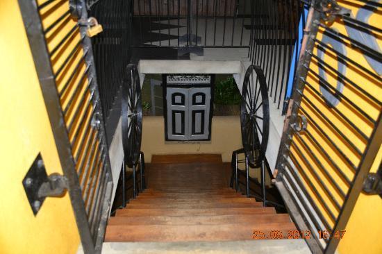 Wahalkada: Waahalkada restaurent entrance photo