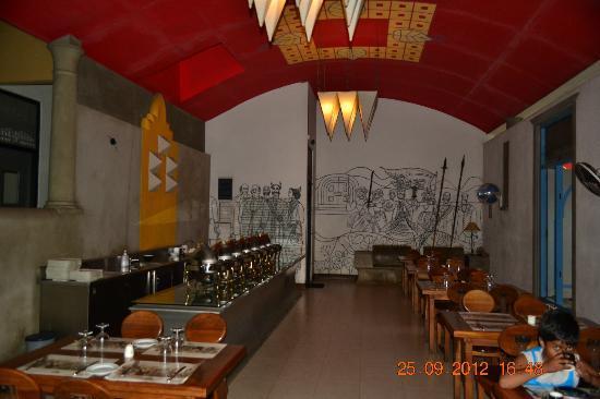 Wahalkada: Restaurent dinning area
