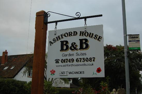 Ashford House: Insegna