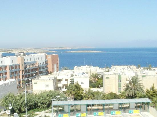 ‪بارك لين: View from the rooftop pool area