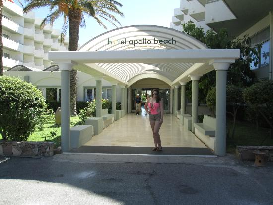 Apollo Beach Hotel: Out front