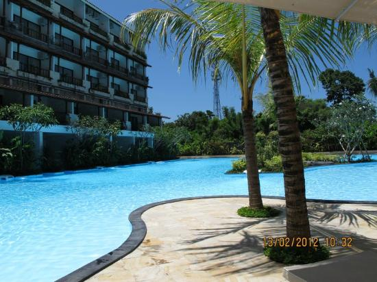 Swiss-Belhotel Segara Resort & Spa: by the pool