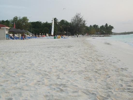 Sandals Grande Antigua Resort & Spa: Sandals beach area on Dickinson Bay (looking south)