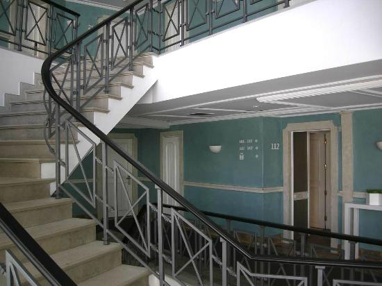 مار دي إيه آر مورالهاس: Staircase