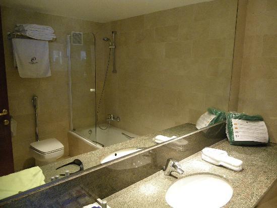 Gran Hotel Rey Don Jaime: El Baño