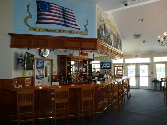 Elkton, MD: Patriot Glen tavern bar area