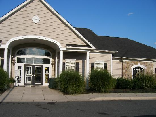 Patriots Glen Golf Club: Exterior of Patriot Glen Clubhouse with Tavern & Pool