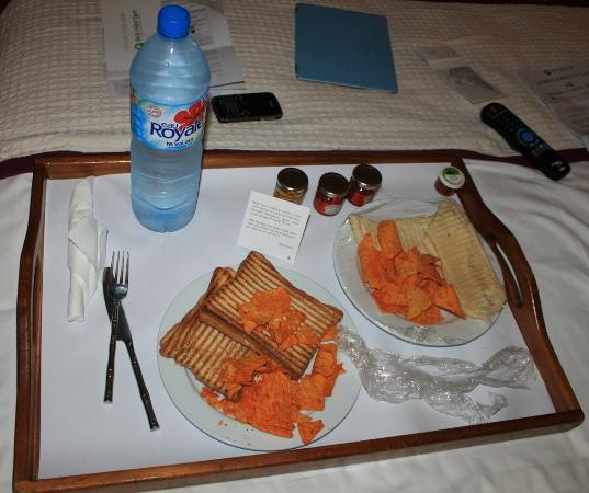 InterContinental Tahiti Resort & Spa: Bandeja Room Service