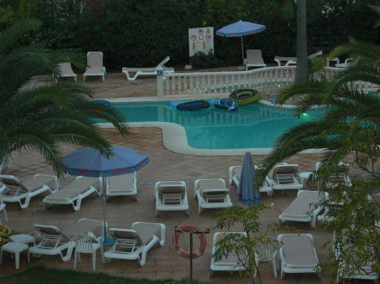Balansat Resort: Piscina al lado de aptos Torremar.
