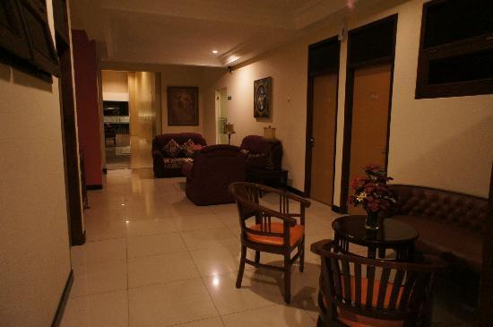 Scarlet Dago Hotel: Hall de notre étage