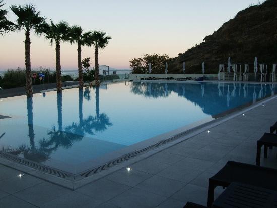 TesoroBlu Hotel & Spa: Pool at sunset