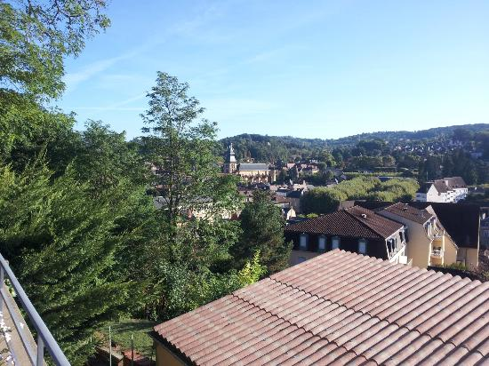 La Maison du Moulin a Vent: View of Sarlat from breakfast deck area