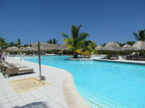 Catalonia Royal Bavaro: swim up bar pool