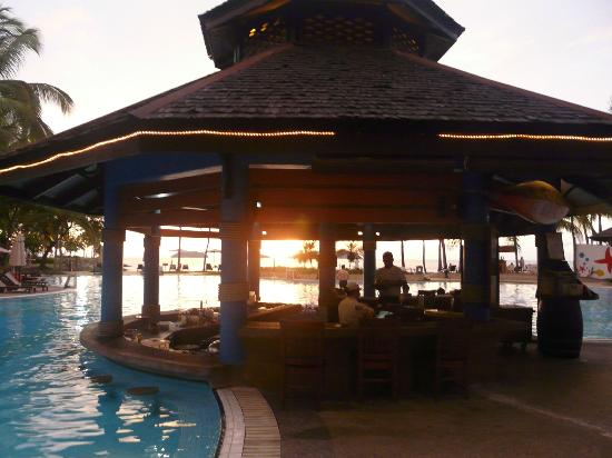 Sutera Harbour Resort (The Pacific Sutera & The Magellan Sutera): Pool Bar