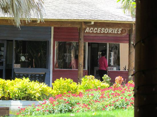Catalonia Royal Bavaro: some shops on the family side