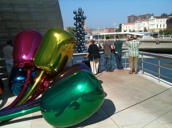 Guggenheim Bilbao Cost To Build