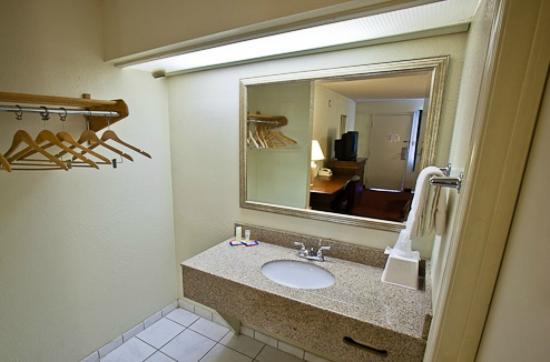 Key West Inn : Vanity