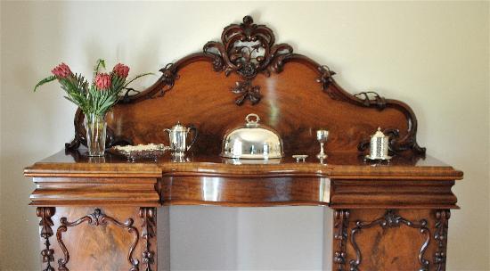 Newlands Homestay Bed & Breakfast : Breakfast Room - antique victorian sideboard