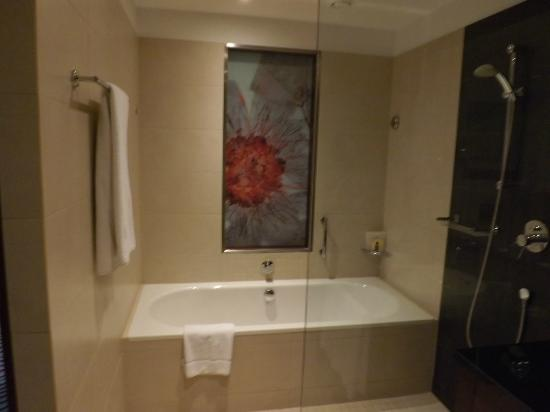 Sheraton Sopot Hotel: Room wet room and bath