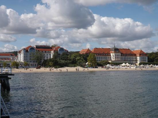 Sheraton Sopot Hotel: Beach with hotel behind