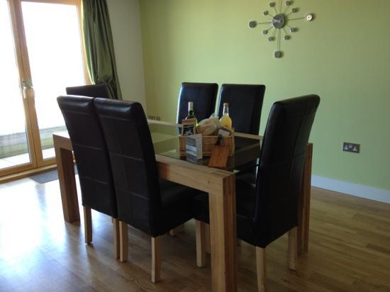 Natural Retreats Fistral Beach: dining room