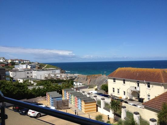 Natural Retreats Fistral Beach: view, parking spaces and own beach huts