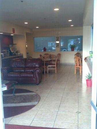 Econo Lodge Old Town : The Front Lobby
