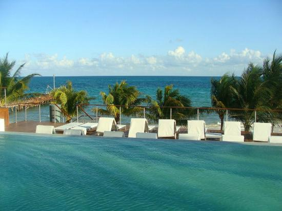 Blue Diamond Riviera Maya: Pool area