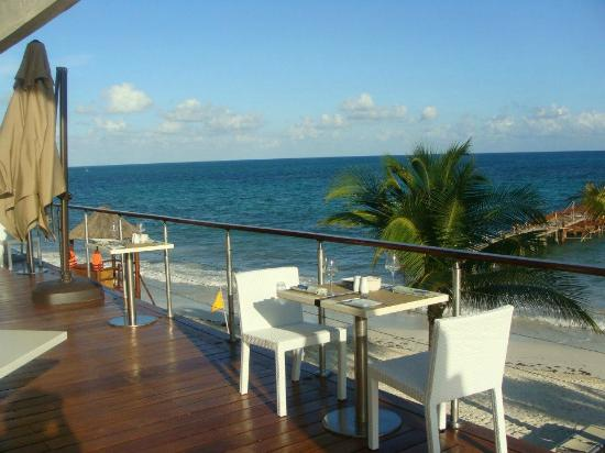 Blue Diamond Luxury Boutique Hotel: view of beach from dinning area