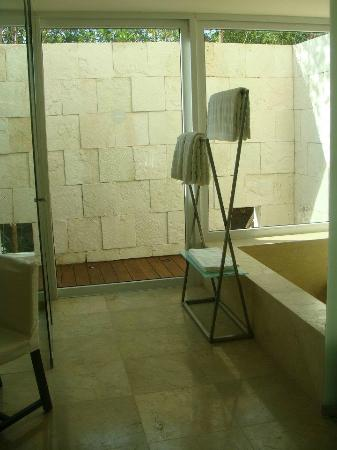 Blue Diamond Riviera Maya by BlueBay: Shower