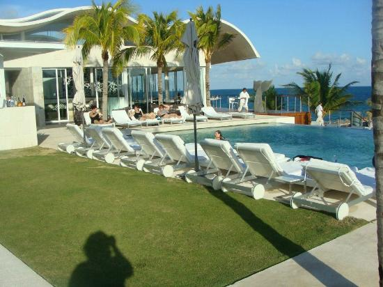 Blue Diamond Riviera Maya by BlueBay: Pool area