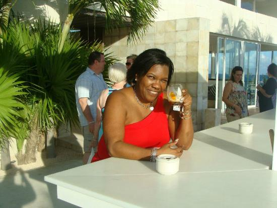 Blue Diamond Luxury Boutique Hotel: Enjoying a drink