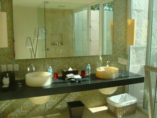 Blue Diamond Luxury Boutique Hotel: His & Hers sink