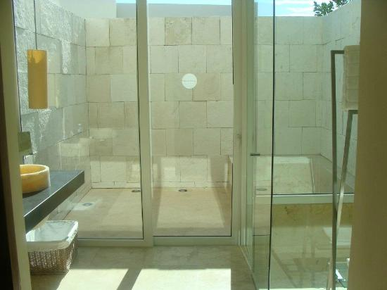Blue Diamond Luxury Boutique Hotel: view from bathroom/glass shower and outdoor tub