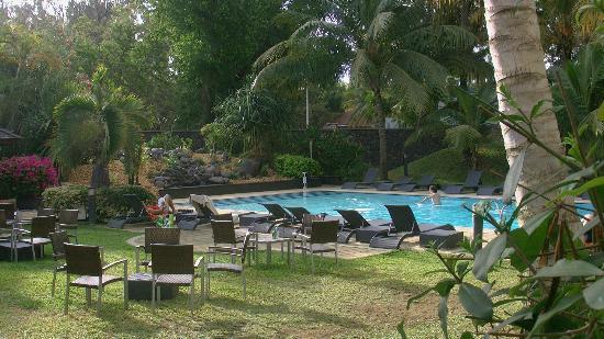 Alamanda Hotel: L'espace piscine-bar