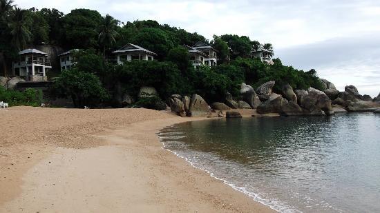Ban Sua Samui: beach over the road