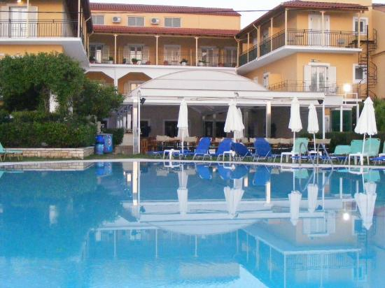 Three Brothers Hotel : Lovely pool which you can view from Balcony areas