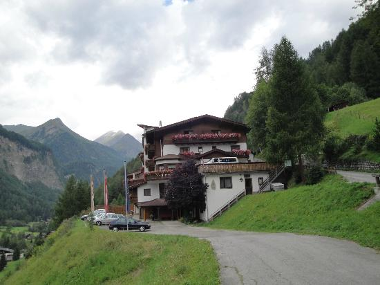 Hotel Lärchenhof: Hotel with guest parking