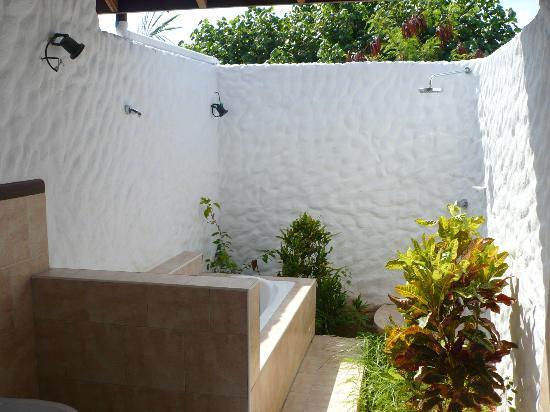 bagno con vasca e doccia allaperto - Photo de Cinnamon Dhonveli ...