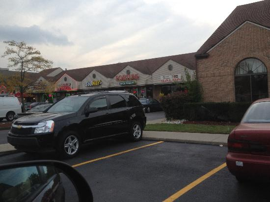 Americas Best Value Inn: Plaza next door
