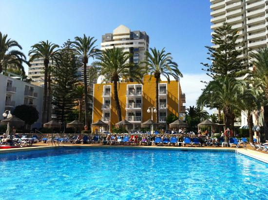 Servigroup Pueblo Benidorm : The outdoor pool