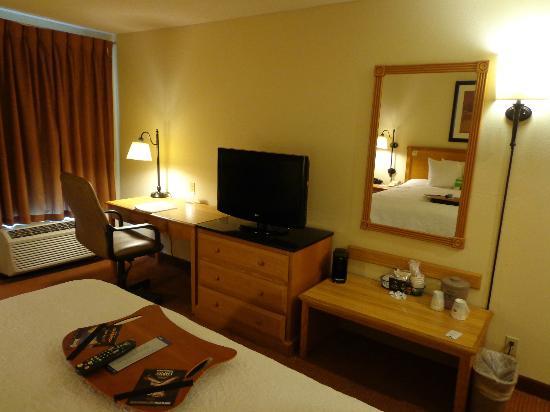 Hampton Inn St Louis/Chesterfield: Bed room