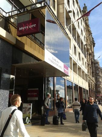 Mercure Edinburgh City - Princes Street Hotel: Entrance