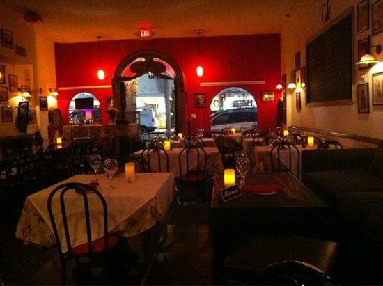 Bistro: Cozy atmosphere,it feels like you are in Europe.